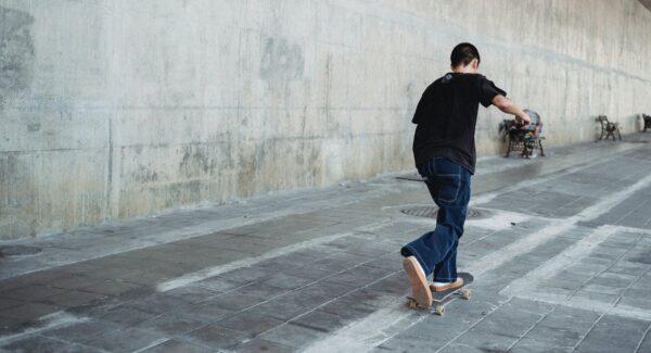 Jongere die skate